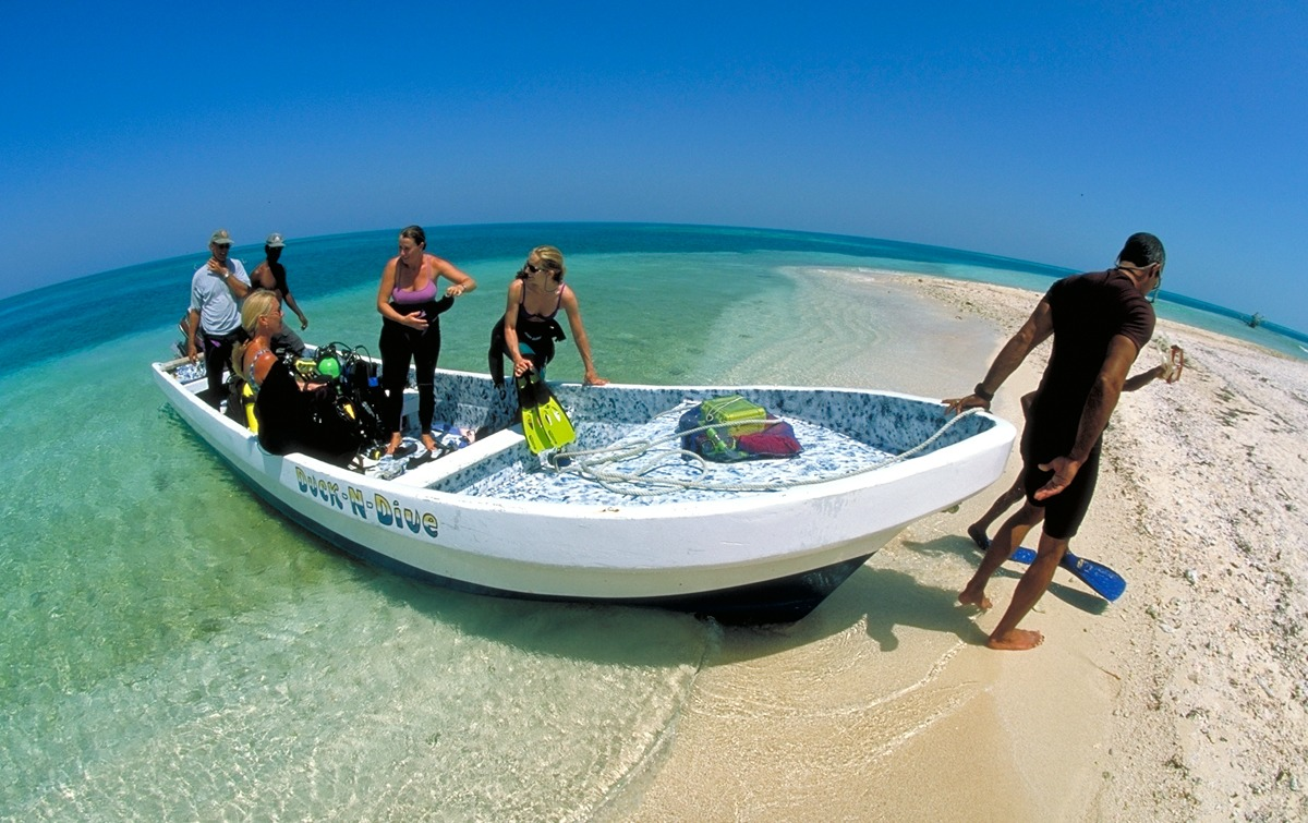 Long Caye dive boat