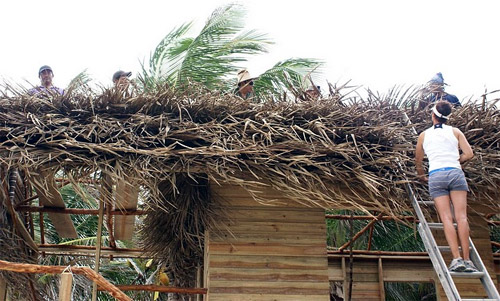 Building a Belize thatch hut